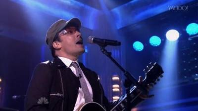 News video: Jimmy Fallon Impersonates Bono, Fills In As Musical Guest